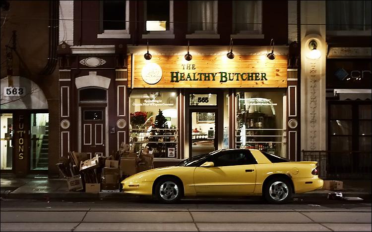 healthy butcher || canon350d/ef17-40L@37 | 1/3s | f8 | Av | iso800 | handheld