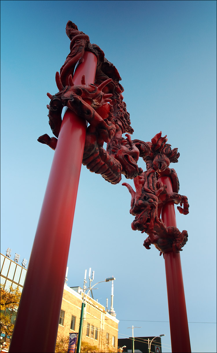 red dragons || canon 3f17040L@17 | 1/40s | f4.5 | iso200 | handheld