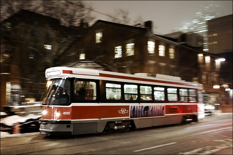 king kong streetcar || canon350d/ef17-40L@19 | 1/15s | f4 | P | iso800 | handheld