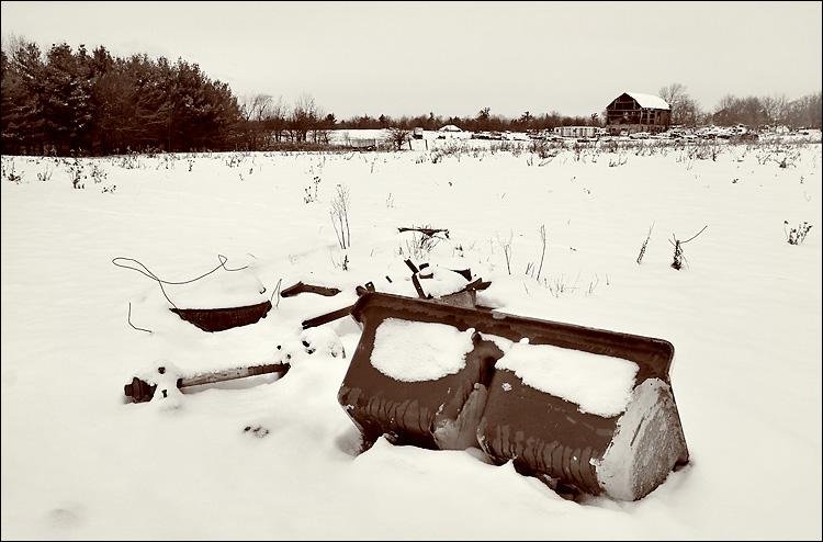 snow, barn and sink || canon350d/ef17-40L@22 | 1/160s | f10 | Av | iso100 | handheld