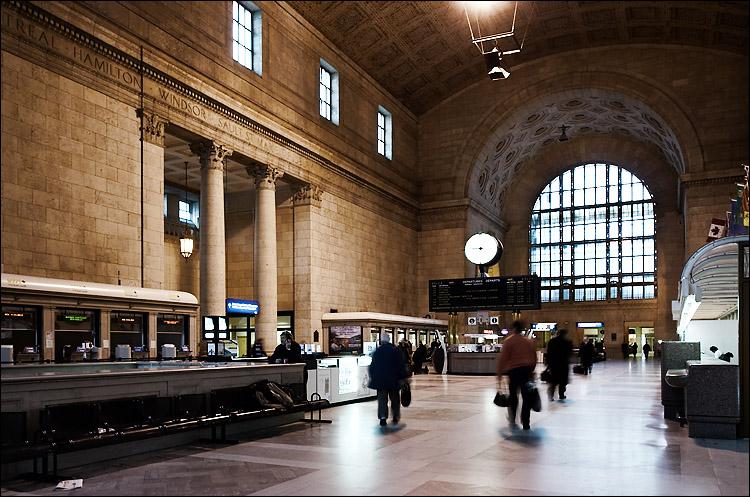 union station ||canon350d/ef17-40@17 | 1/3s | f8 | Av | iso200 | tripod