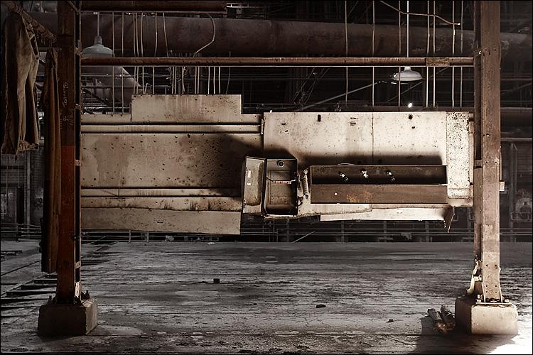 brickworks lit panel || canon350d/ef17-40L@29 | 4s | f8 | Av | iso100 | tripod