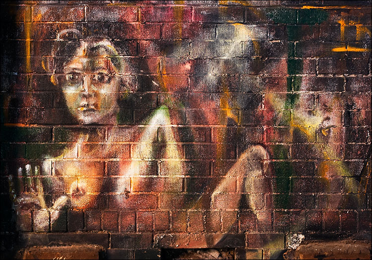 chalk art on brick || canon350d/ef17-40L@35 | 1s | f8 | Av@-0.3 | iso100 | tripod