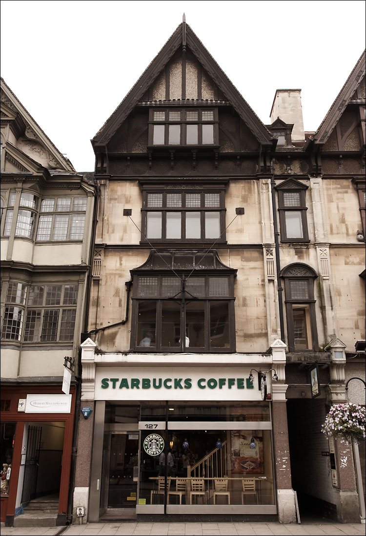 starbucks in oxford || canon350d/ef17-40L@19 | 1/125s | f7.1 | P | iso200 | handheld