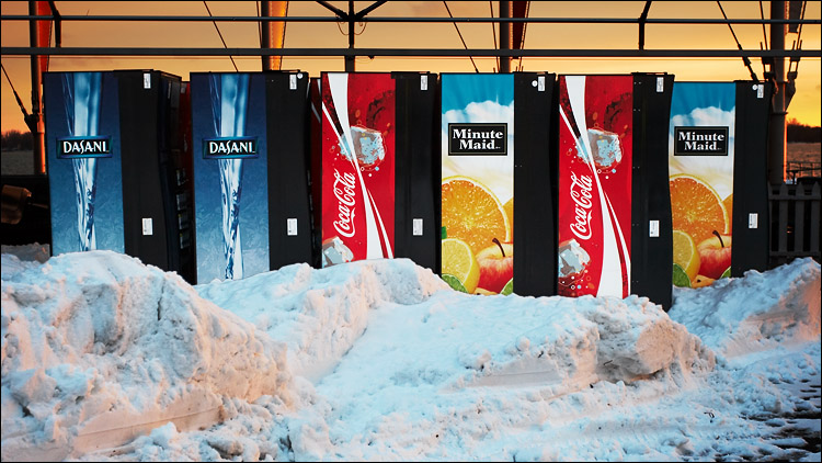 snow and vending machines || canon350d/ef17-40L@37 | 1/60s | f5 | P | iso200 | handheld