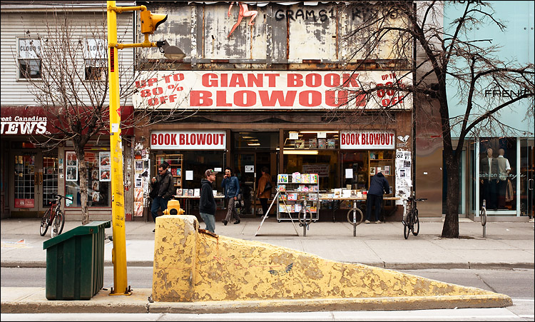 giant book blowout || canon350d/ef17-40L@35 | 1/125s | f7.1 | P | iso200 | handheld