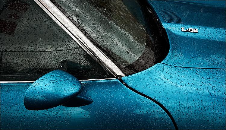 rain on L-82    canon 350d/efs10-22@16   1/100s   f7.1   P   iso800   handheld