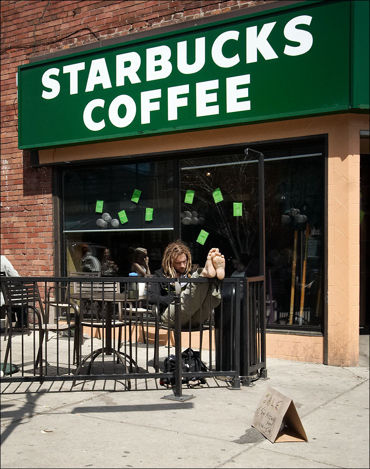 starbucks coffee || canon350d/efs10-22@22 | 1/200s | f11 | P | iso800 | handheld