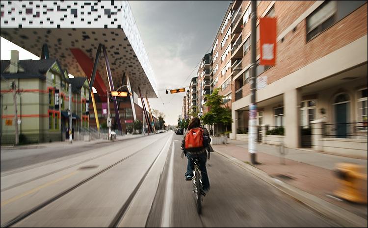 biking along ocad || canon350d/efs10-22@10 | 1/15s | f7.1 | Av | iso100 | handheld