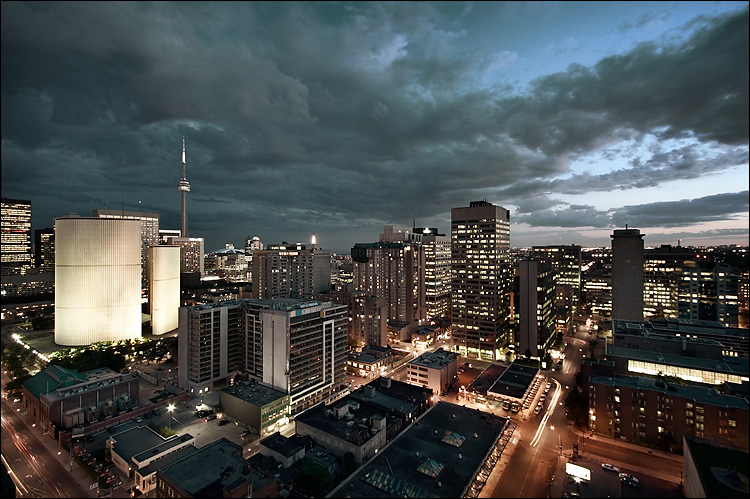 downtown clouds || canon350d/efs10-22@10 | 8s | f8 | Av | iso100 | tripod
