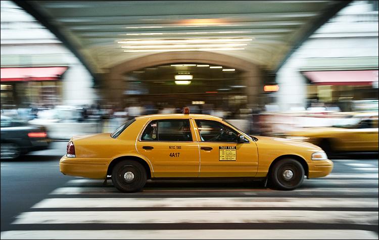 NYC cab | canon350d/efs10-22@22 | 1/40s | f5.6 | Av | iso400 | handheld