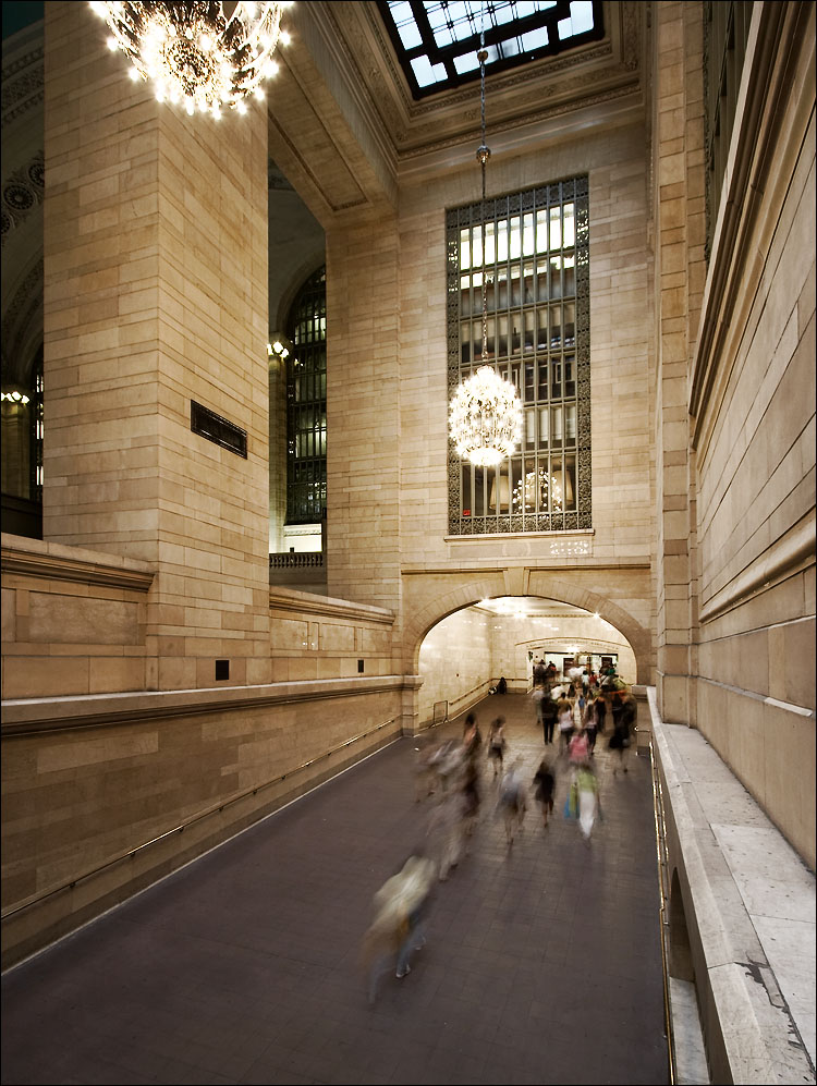 grand central hallway || canon350d/efs10-22@10 | 1s | f6.3 | iso100 | on ledge