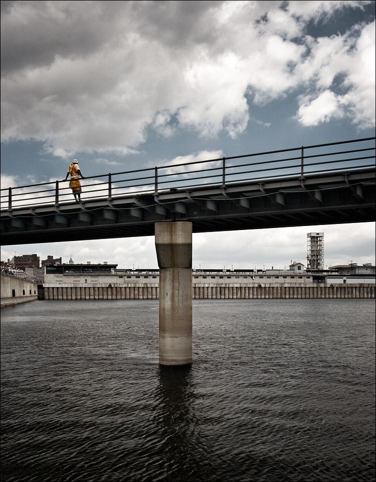 water watcher || canon350d/efs10-22@22 | 1/50s | f8 | Av |  iso100 | handheld
