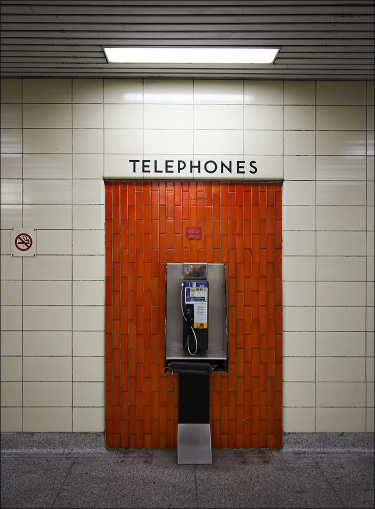 subway phone || canon350d/ef17-40L | 1/25s | f4 | P | iso400 | handheld