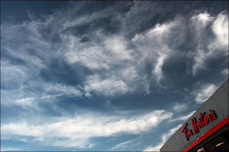 tim hortons sky    canon350d/ef17-40L   1/100s   f6.3   iso200   handheld