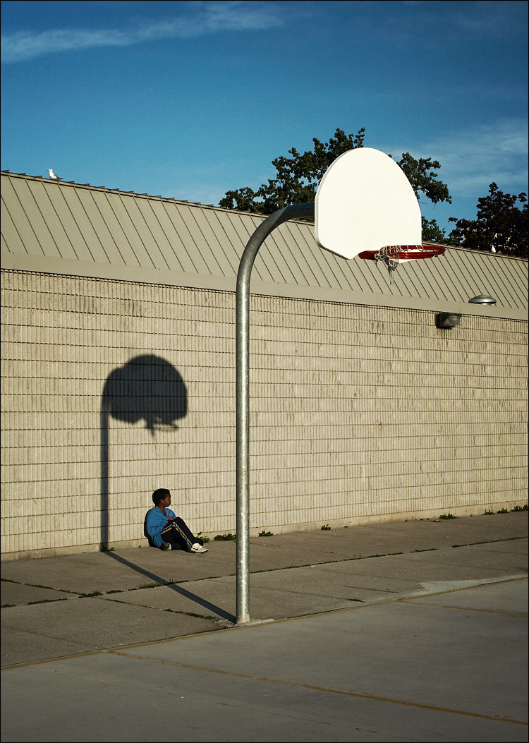basketball kid || canon350d/ef17-40L@36 | 1/200s | f10 | P | iso200 | handheld