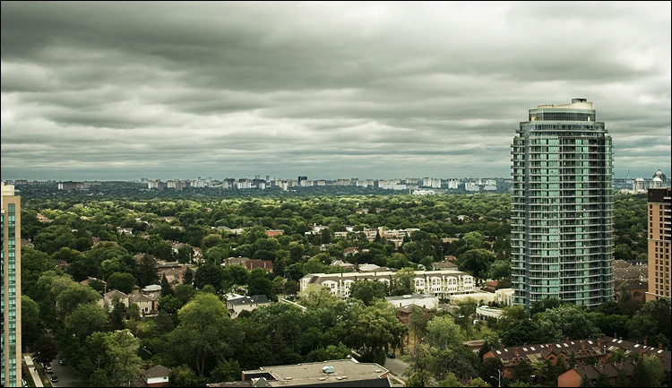 green north york timelapsed || canon350d/ef17-40L@32 | 1/125s | f7.1 | P | iso100 | handheld