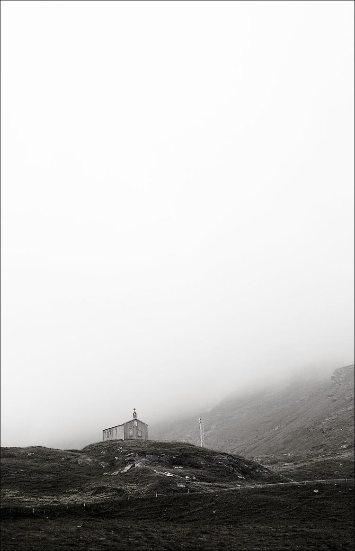 church in fog || canon350d/ef17-40L@40 | 1/320s | f4 | Tv | iso200 | handheld
