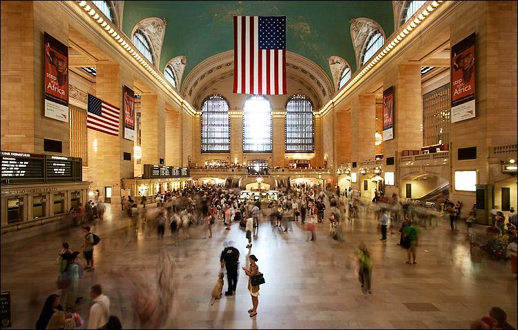 wide grand station || canon350d/efs10-22@10 | 3s | f8 | Av@+1 | iso100 | guardrail