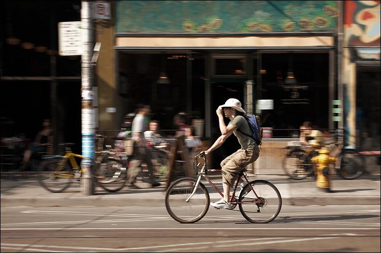queen biker || canon350d/ef17-40L@40 | 1/125s | f6.3 | P | iso200 | handheld