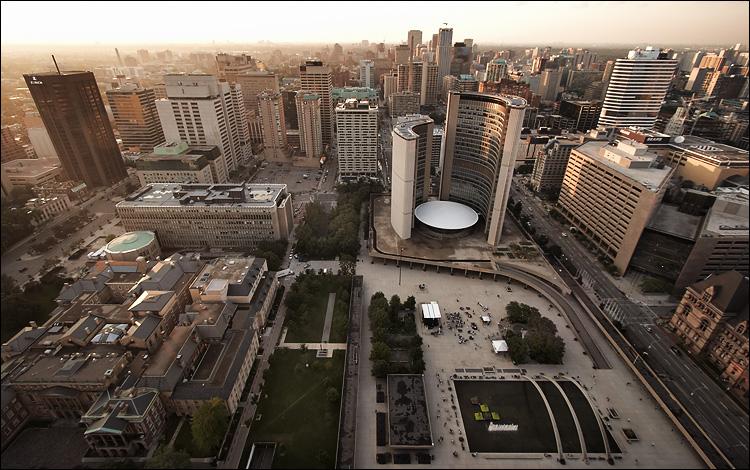 city hall || canon350d/efs10-22@10 | 1/60s | f6.3 | Av | iso200 | handheld