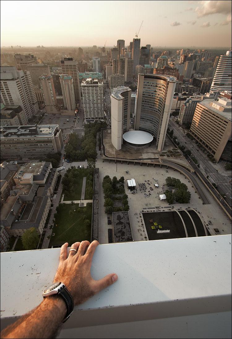 the rooftop || canon350d/efs10-22@10 | 1/80s | f6.3 | Av | iso200 | handheld