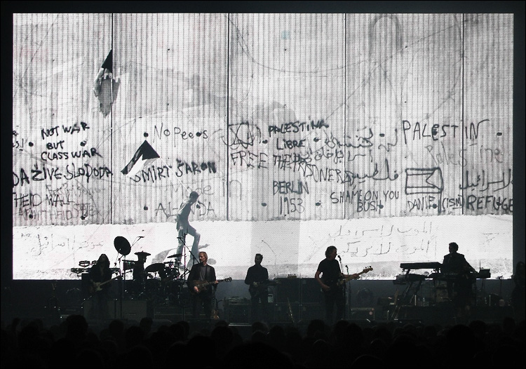 roger waters || canon a95 | 1/60s | f4.5 | M | iso200 | handheld