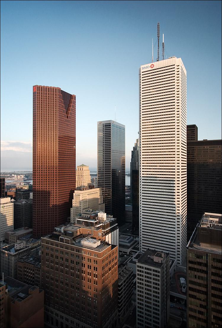 the towers || canon350d/efs10-22@14 | Av | 1/60s | f6.3 | iso200 | handheld