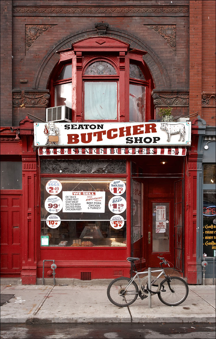 seaton butcher shop || canon350d/ef17-40L@25 | 1/125s | f8 | iso200 | handheld