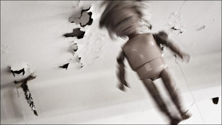 spinning doll || canon350d/efs18-55@34 | 1/4s | f8 | Av | iso100 | handheld