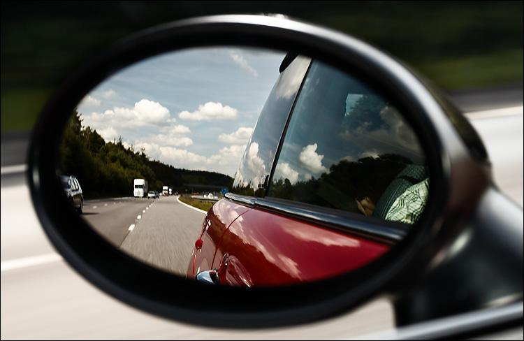 mini mirror || canon350d/ef17-40L@40 | 1/40s | f6.3 | iso100 | handheld