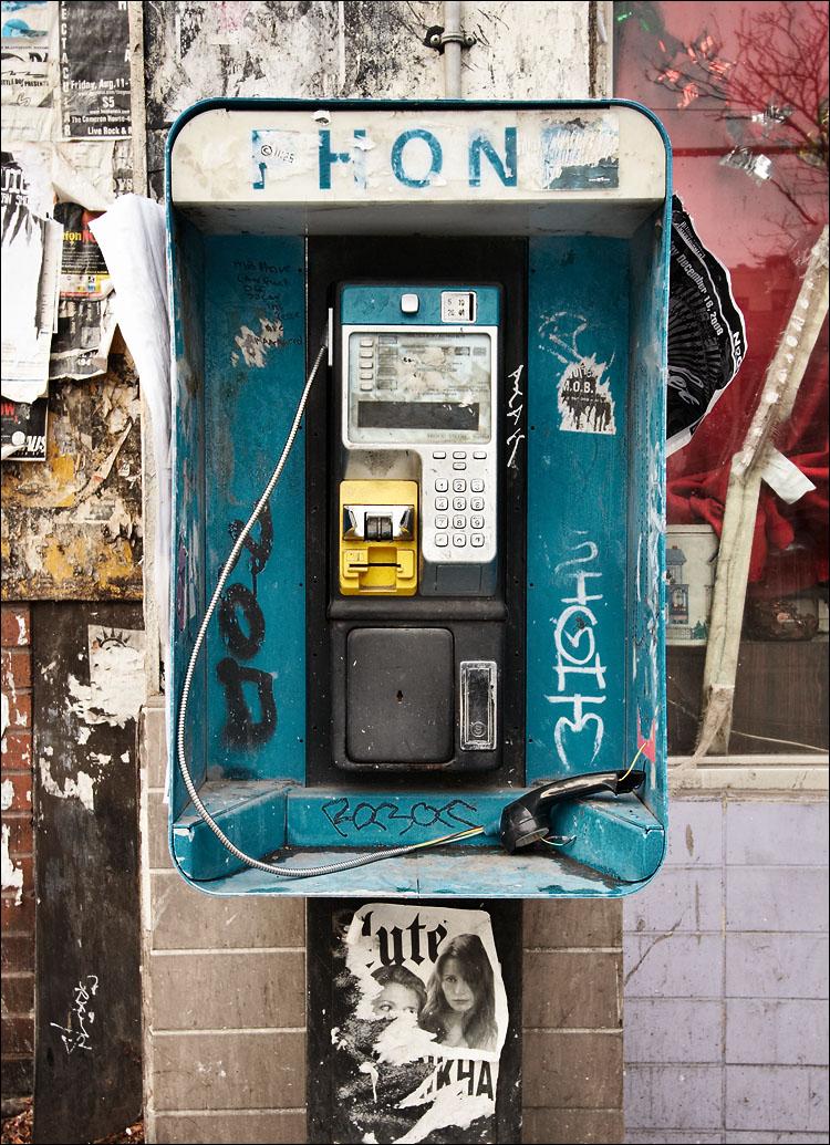 crime scene in blue || canon350d/efs10-22@22 | 1/80s | f6.3 | iso400 | handheld