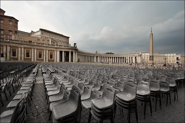 chairs in vatican || canon350d/efs10-22@10 | 1/100s | f7.1 | Av | iso100 | handheld