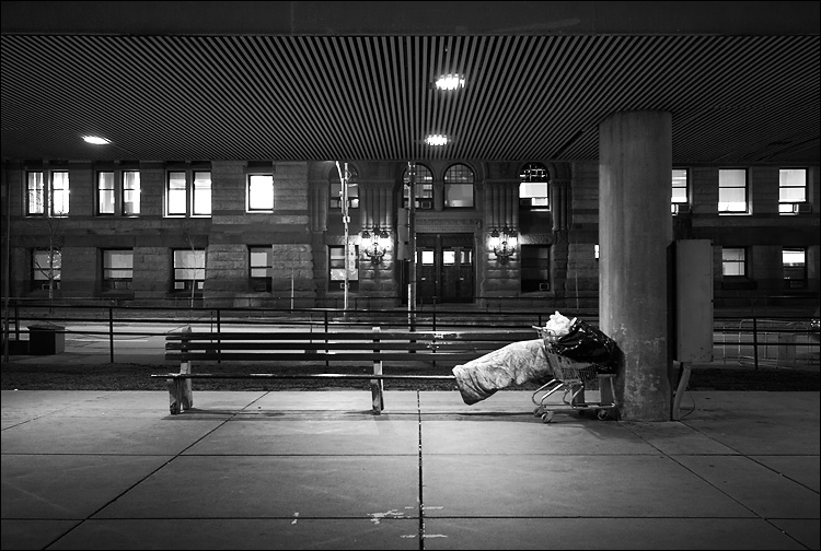bench sleeper || canon350d/efs10-22@22 | 1s | f4.5 | iso400 | tripod