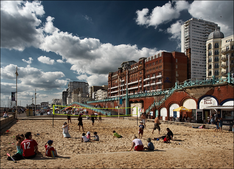 brighton beach || canon350d/ef17-40L@17 | 1/250s | f6.3 | iso100 | handheld