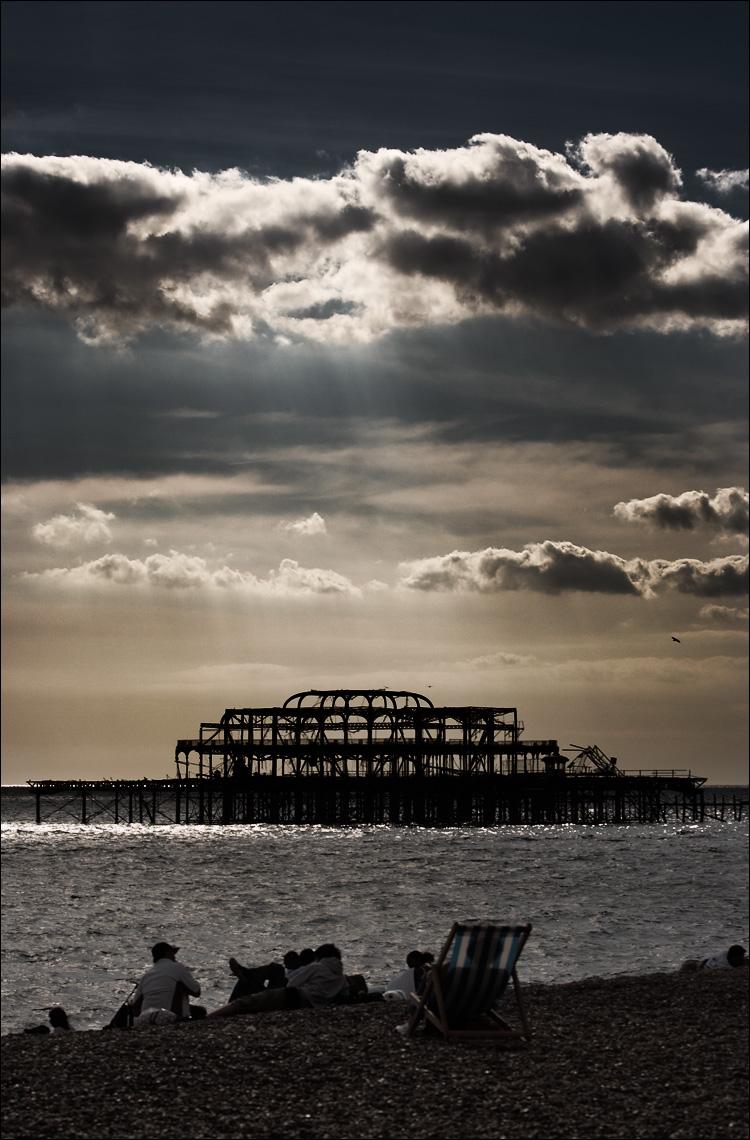 dark beach || canon350d/ef70-200f4L@70 | 1/1000s | f6.3 | iso100 | handheld