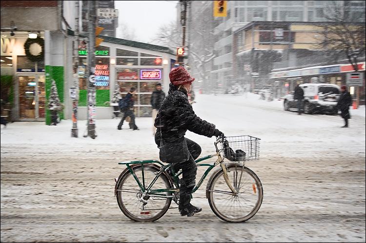 snow biker || canon350d/ef17-40L@24 | 1/125s | f4 | Tv | iso400 | handheld