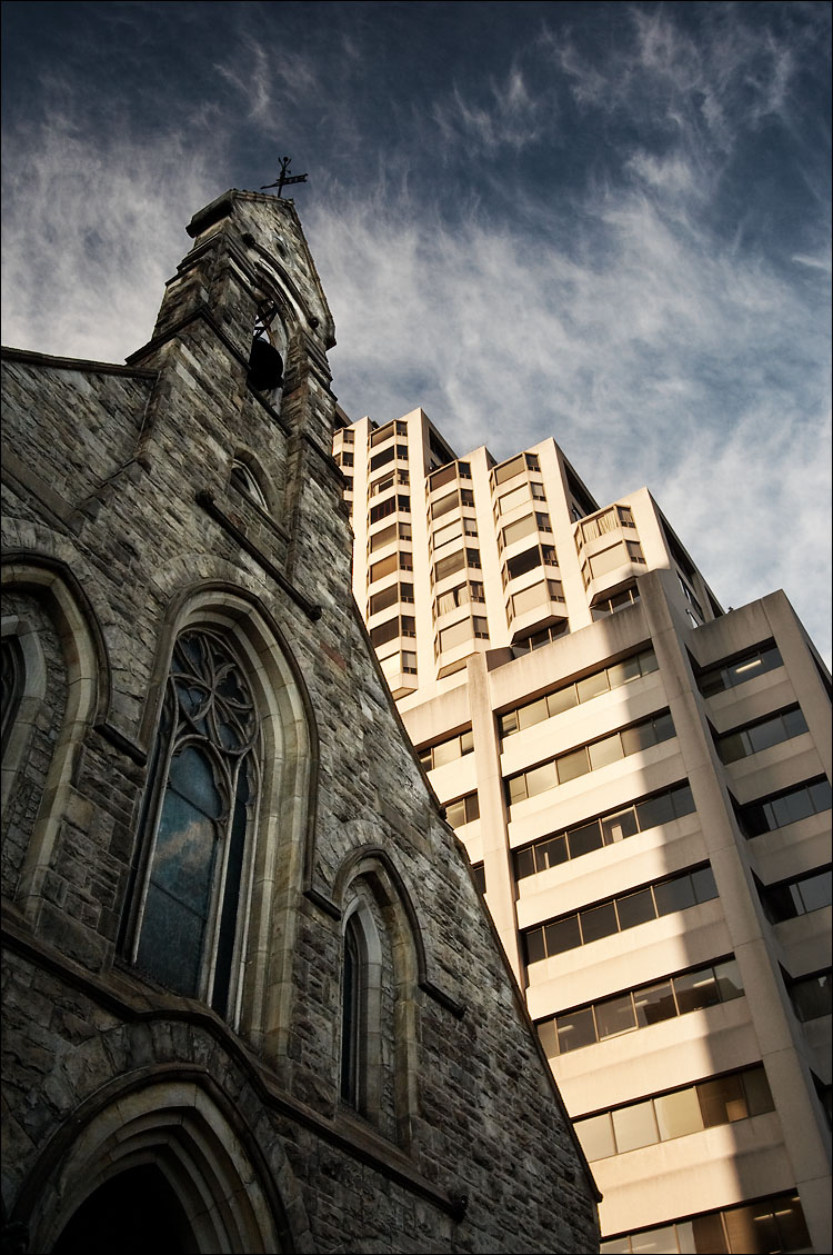 church and hotel || canon350d/efs10-22@20 | 1/100s | f8 | ISO200 | handheld