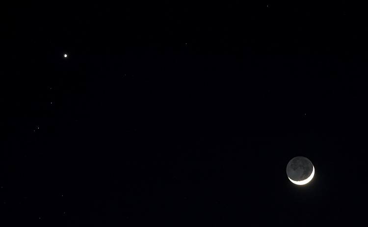 crescent moon || canon350d/ef70-200L@140 | 1/2s | f4 | iso400 | tripod