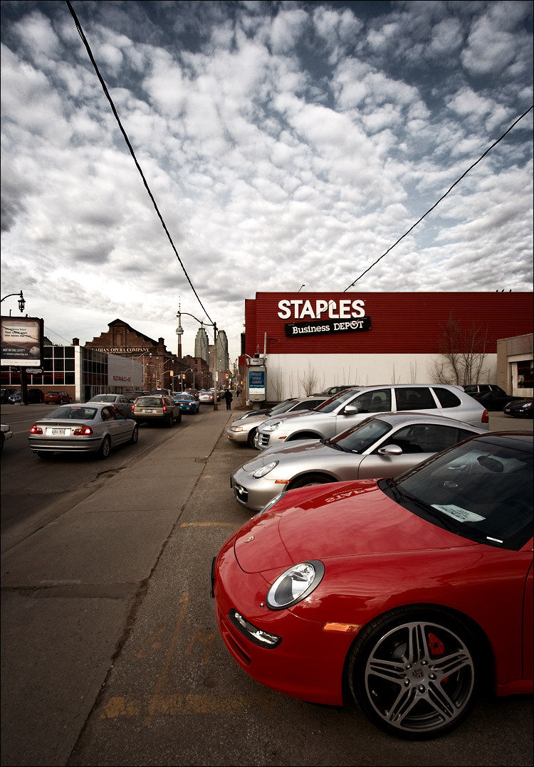 porsche and staples || canon350d/efs10-22@10 | 1/250s | f10 | iso200 | handheld