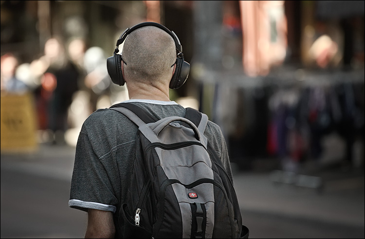 headphones || CANON5D/EF70-200F4L | 1/800S | F4 | ISO400 | HANDHELD