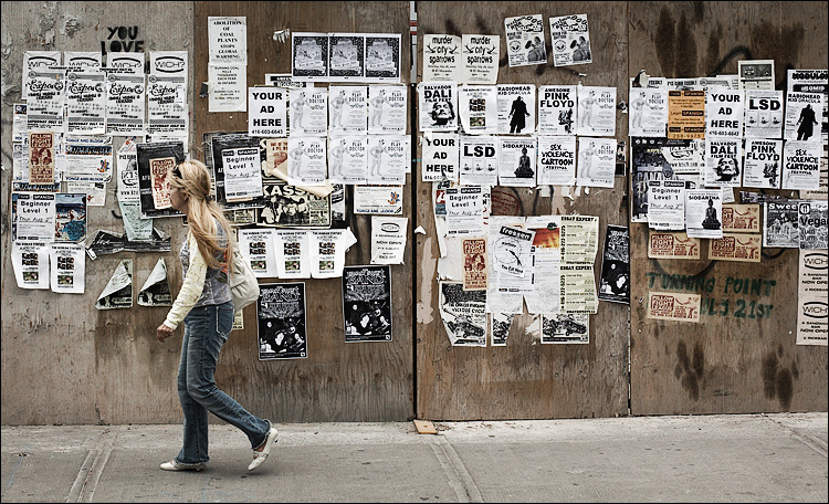 ad wall and girl || canon5D/EF50f1.4 | 1/1000s | f7.1 | ISO400 | Handheld
