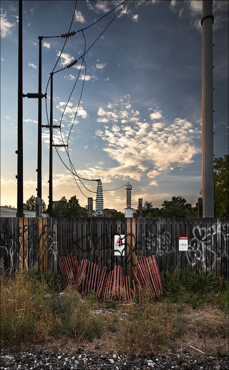 wires and fences || Canon5D/EF17-40@21 | 1/100s | f7.1 | ISO400 | Handheld