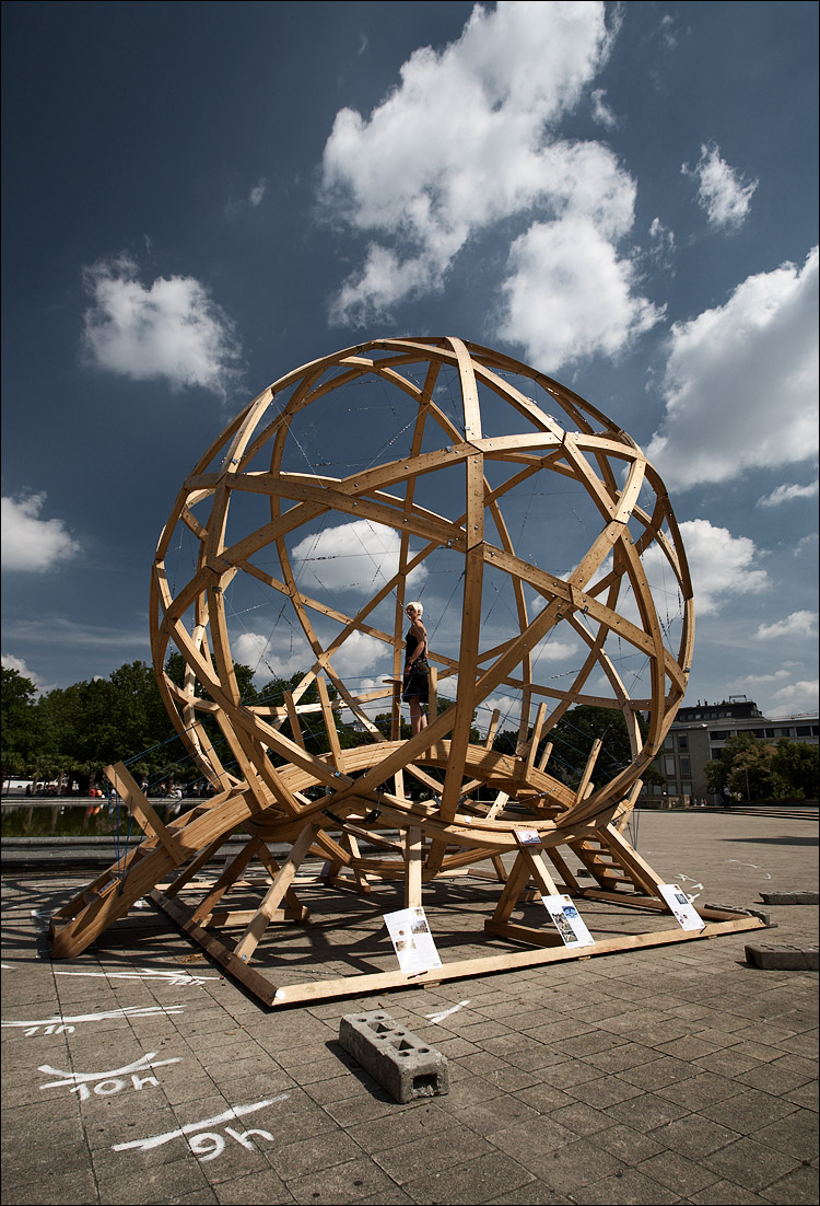 wooden sphere || canon5D/EF17-40L@17 | 1/160s | f9 | ISO125 | Handheld