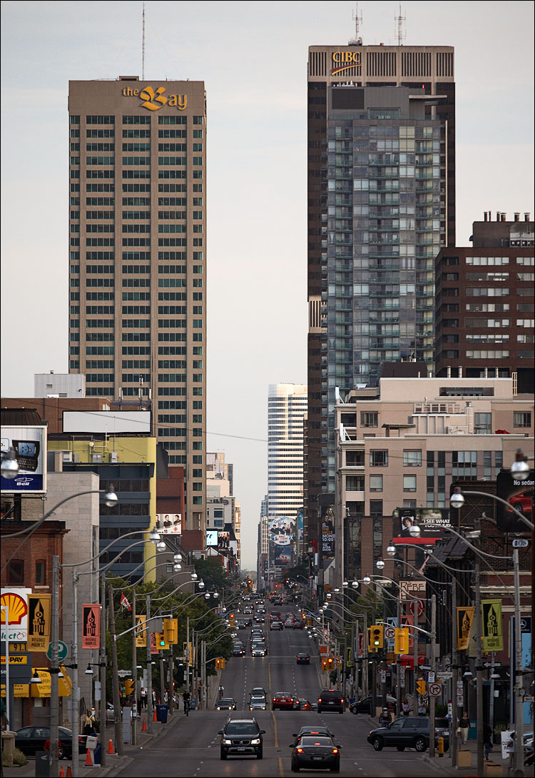 yonge and towers || Canon5D/EF70-200f4L@200 | 1/250s | f4.5 | ISO400 | Handheld