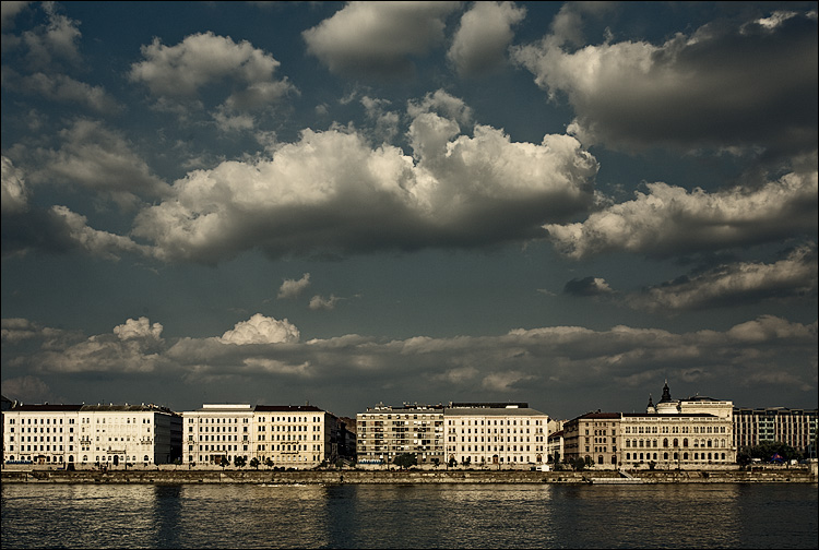 clouds over danube || Canon5D/EF17-40L@40 | 1/200s | f9 | ISO200 | Handheld