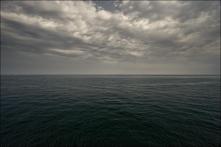 dark sea || Canone350D/EF-S10-22@10 | 1/200s | f8 | ISO200 | Handheld