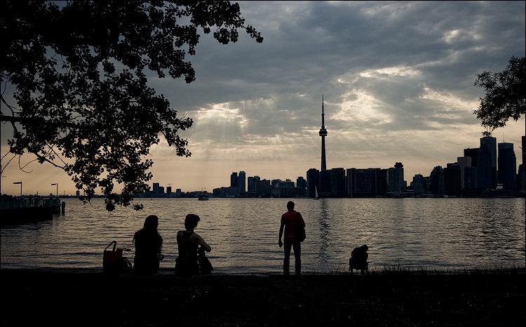 city watchers || Canon350D/EFS10-22@22 | 1/500s | f8 | ISO200 | Handheld