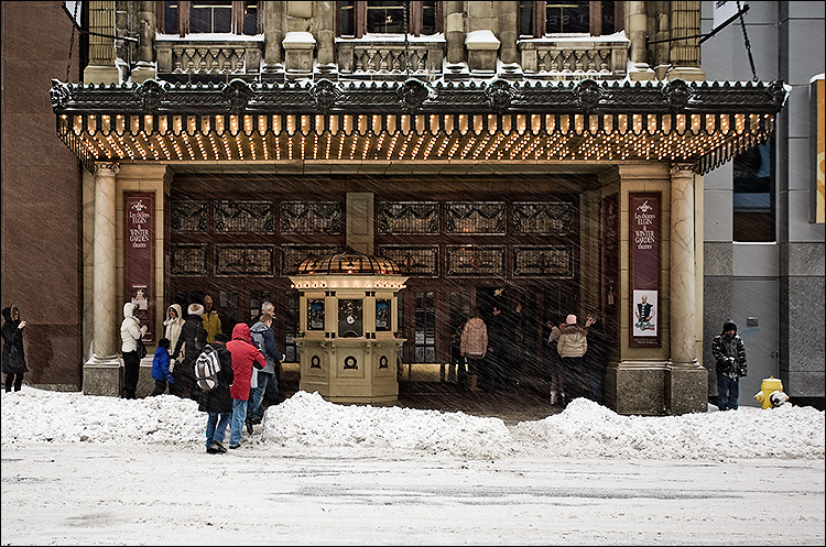 snowy theater || Canon5D/EF17-40L@34 | 1/50s | f5 | ISO200 | Handheld