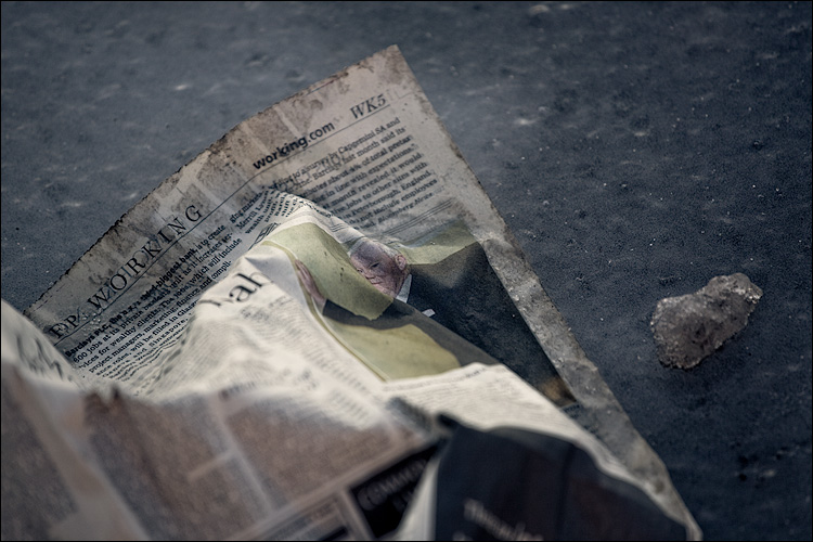 frozen newspaper || Canon5D/EF70-200f4L@200 | 1/200s | f4.5 | ISO160 | Handheld